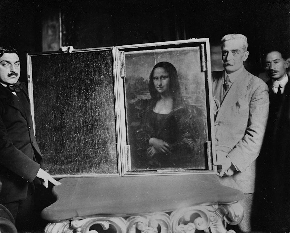 PARIS - 1914:  Two men carry the painting of the Mona Lisa back to the Louvre circa 1914 in Paris, France. Vincenzo Peruggia perpetrated what has been described as the greatest art theft of the 20th century. (Photo by Roger-Viollet/Getty Images)