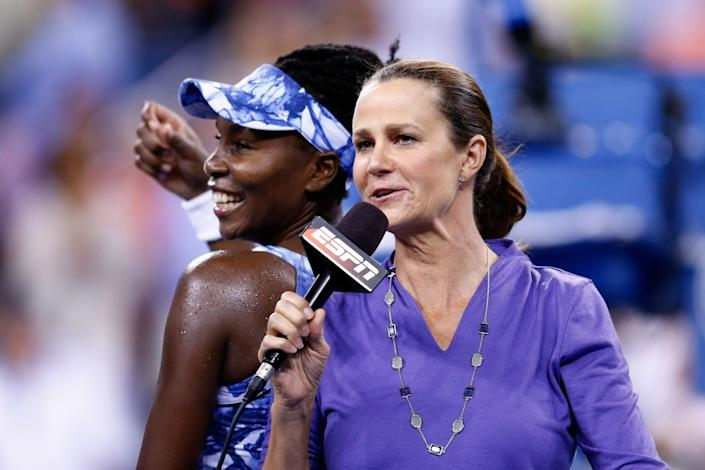 "ESPN broadcaster Pam Shriver talks with Venus Williams after a victory over Timea Bacsinsky at the 2014 U.S. Open. <span class=""copyright"">(Julian Finney / Getty Images)</span>"
