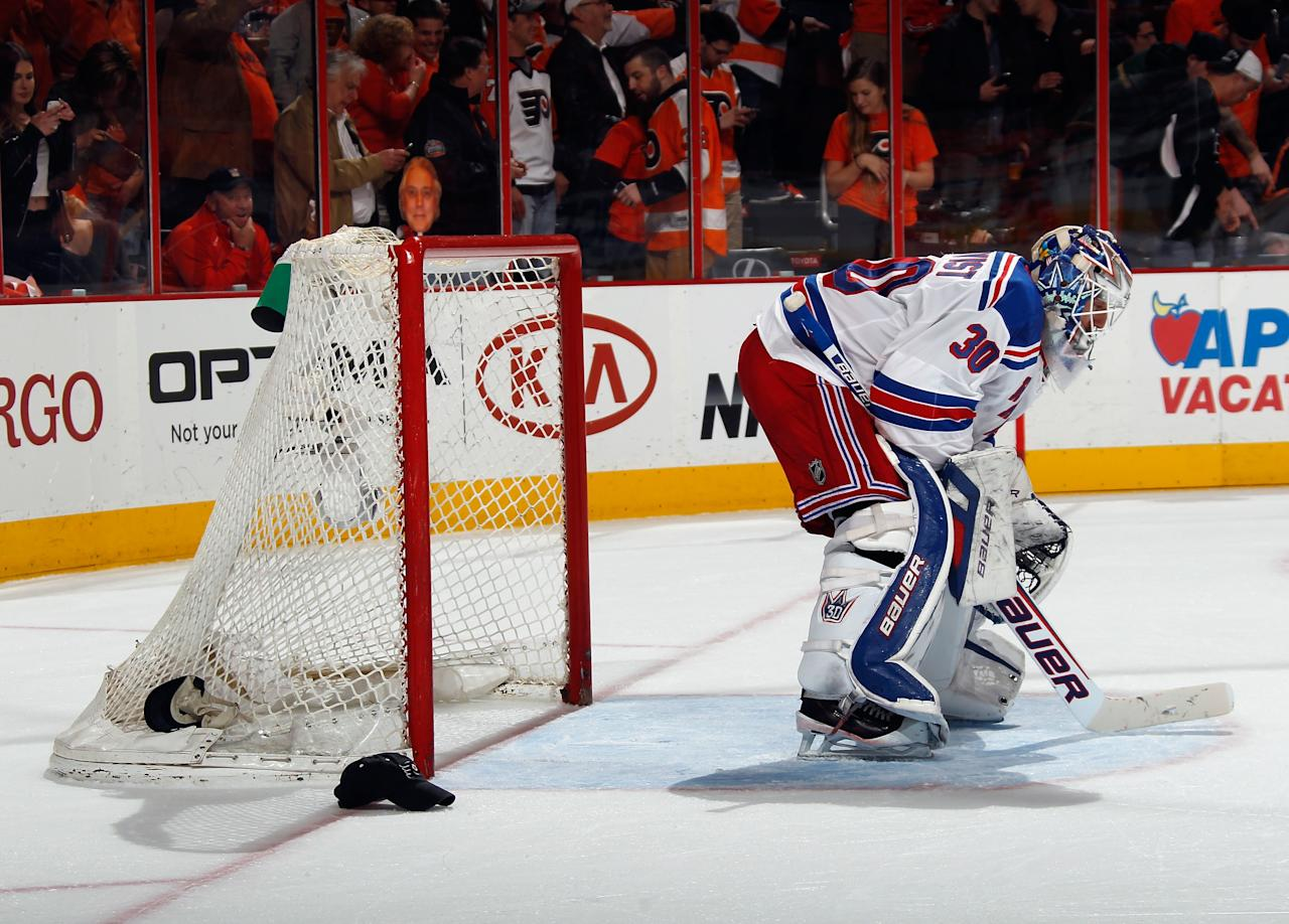 PHILADELPHIA, PA - APRIL 29: Henrik Lundqvist #30 of the New York Rangers takes a break after giving up the fourth goal of the game which was also the third goal of the game for Wayne Simmonds #17 of the Philadelphia Flyers in the second period in Game Six of the First Round of the 2014 NHL Stanley Cup Playoffs at the Wells Fargo Center on April 29, 2014 in Philadelphia, Pennsylvania. (Photo by Bruce Bennett/Getty Images)