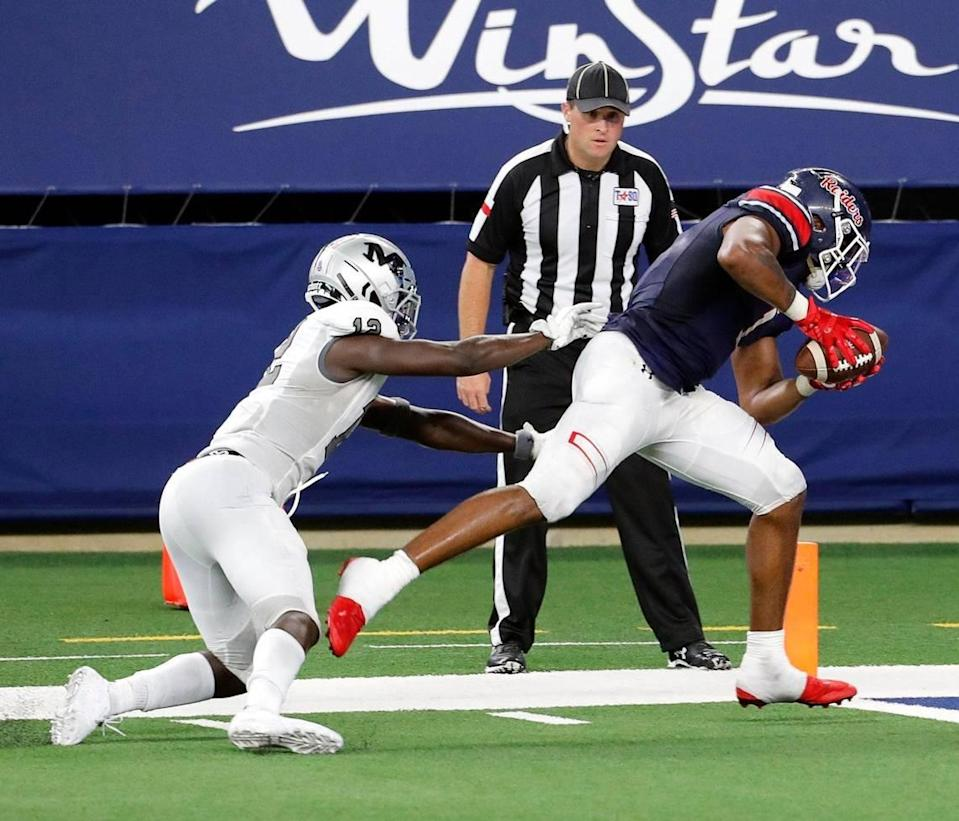 Martin linebacker Jonathon Okate (12) can not quite get to Denton Ryan wide receiver Ja'Tavion Sanders (1) before he crosses into the end zone during a high school football game at AT&T Stadium in Arlington, Texas, Friday, Sept. 25, 2020. Denton Ryan defeated Arlington Martin 47-24. (Special to the Star-Telegram Bob Booth)