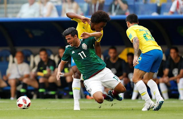 <p>Mexico's Carlos Vela in action with Brazil's Willian and Fagner REUTERS/Carlos Garcia Rawlins </p>