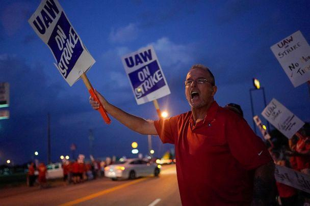 PHOTO: Charlie Highlanger, 59, a GM employee shouts at passing employees entering the assembly plant outside the General Motors Bowling Green plant during the United Auto Workers (UAW) national strike in Bowling Green, Kentucky, Sept. 20, 2019. (Bryan Woolston/Reuters)