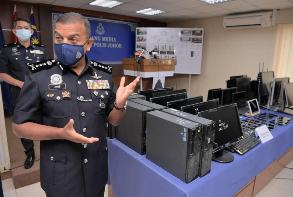 Johor police chief Datuk Ayob Khan Mydin Pitchay with the seized items during a media conference held at the Johor police contingent headquarters, September 27, 2021. — Bernama pic