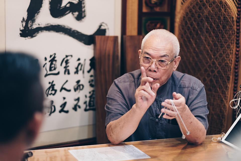 Grandmaster Chew in a Bazi consultation session.