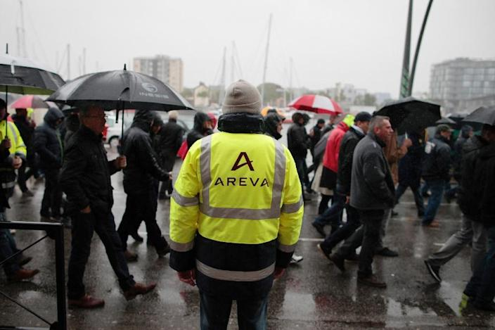 Employees of Areva La Hague gather during a demonstration in Cherbourg on June 2, 2015 (AFP Photo/Charly Triballeau)