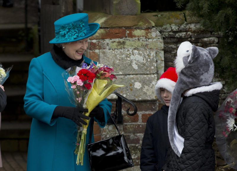 Queen delivers 1st Christmas message in 3D