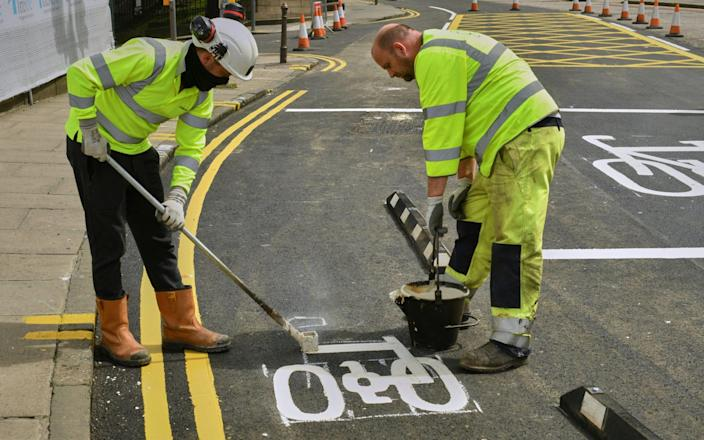 Council workers paint cycling markings on the road in Edinburgh - Steven Scott Taylor/Alamy Live News