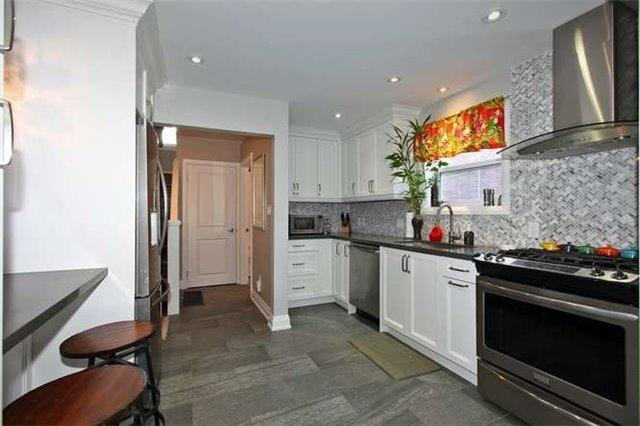 "<p><a rel=""nofollow"" href=""https://www.zoocasa.com/toronto-on-real-estate/5023112-89-charleswood-dr-toronto-on-m3h1x5-c4016003"">89 Charleswood Dr., Toronto, Ont.</a><br /> The kitchen includes a stainless steel fridge, stove, dishwasher and hood fan.<br /> (Photo: Zoocasa) </p>"