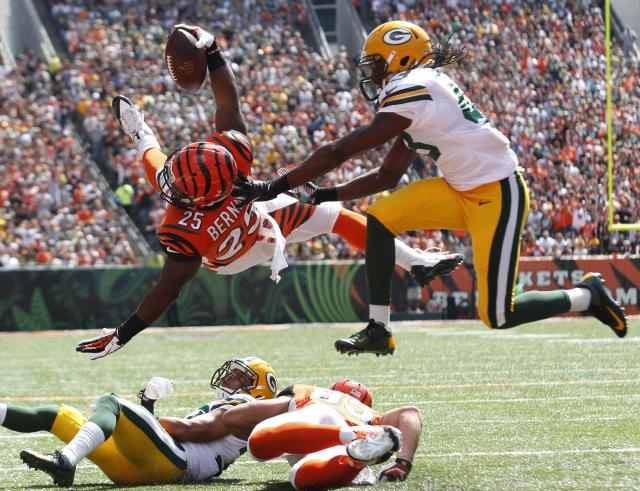 Cincinnati Bengals half back Giovani Bernard (25) dives in for the touchdown under pressure from Green Bay Packers defense during the first half of play in their NFL football game at Paul Brown Stadium in Cincinnati, Ohio, September 22, 2013. REUTERS/John Sommers II (UNITED STATES - Tags: SPORT FOOTBALL TPX IMAGES OF THE DAY)