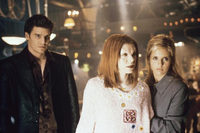 David Boreanaz, Alyson Hannigan, and Sarah Michelle Gellar in <em>Buffy the Vampire Slayer</em>, which is getting a reboot. (Photo: 20th Century Fox Film Corp/Courtesy Everett Collection)