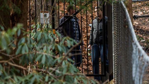 PHOTO: Security members stand guard, Dec. 31, 2016, at a Russian compound in Upper Brookville, N.Y., one day after the compound was closed. (Eduardo Munoz/AFP/Getty Images)