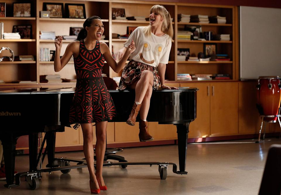 """GLEE: Santana (Naya Rivera, L) and Brittany (Heather Morris, R) perform in the """"Jagged Little Tapestry"""" episode of GLEE airing Friday, Jan. 16 (9:00-10:00 PM ET/PT) on FOX. ©2014 Fox Broadcasting Co. CR: Tyler Golden/FOX"""