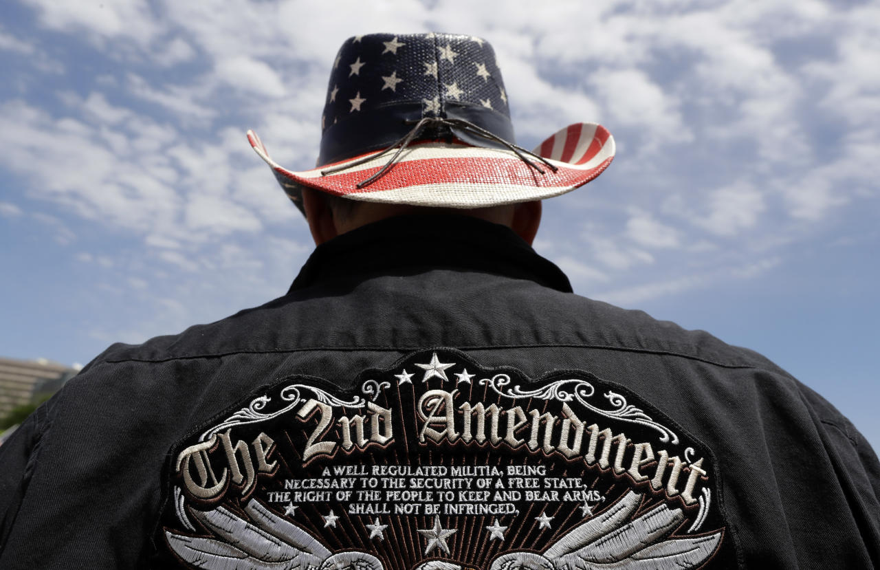 <p>A man wears a patriotic-themed cowboy hat during a pro gun-rights rally at the state capitol, Saturday, April 14, 2018, in Austin, Texas. (Photo: Eric Gay/AP) </p>