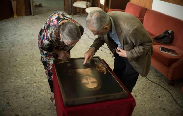 """<div class=""""inline-image__caption""""><p>Dianne Modestini and Ashok Roy inspecting the Naples copy of the<em> Salvator Mundi</em> in 2019 </p></div> <div class=""""inline-image__credit"""">Sony Pictures Classics</div>"""