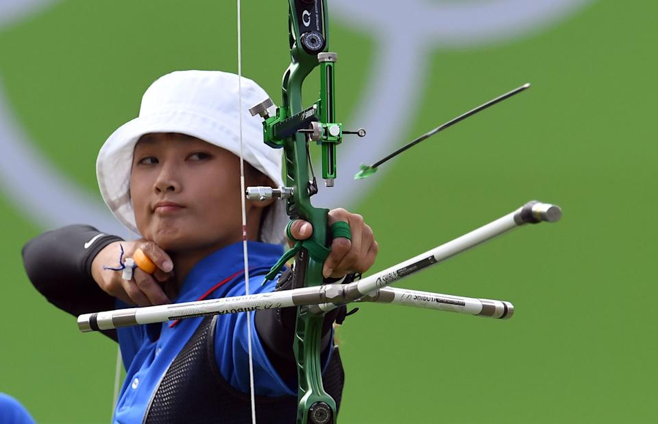 Taipei's Lin Shih-Chia shoots an arrow during Rio 2016 Olympic Games Women's Team quarterfinal completion against Mexico at the Sambodromo archery venue in Rio de Janeiro, Brazil on August 7, 2016. / AFP / Jewel SAMAD        (Photo credit should read JEWEL SAMAD/AFP via Getty Images)