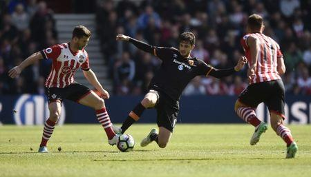 Britain Football Soccer - Southampton v Hull City - Premier League - St Mary's Stadium - 29/4/17 Hull City's Andrea Ranocchia in action with Southampton's Shane Long and Dusan Tadic Reuters / Hannah McKay Livepic