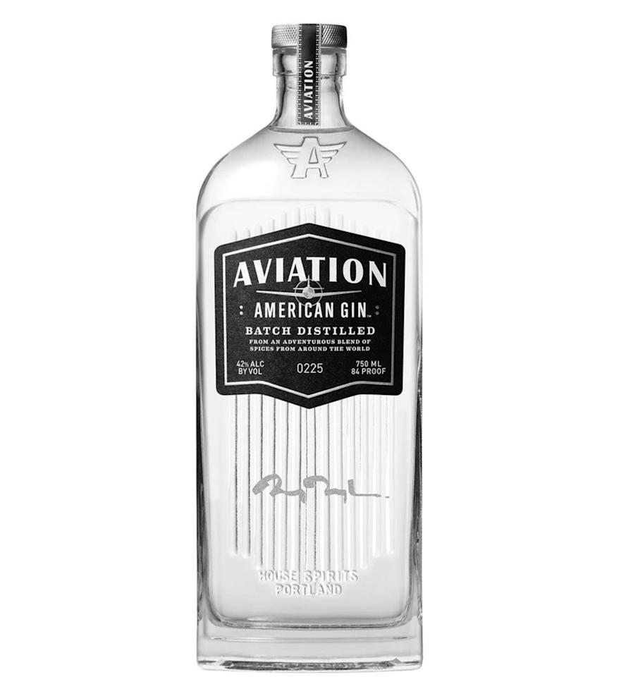 """Prix : 32,50 €<br/><br/><a target=""""_blank"""" href=""""https://www.reservebar.com/products/aviation-american-gin-with-engraved-ryan-reynolds-signature"""">Acheter</a>"""