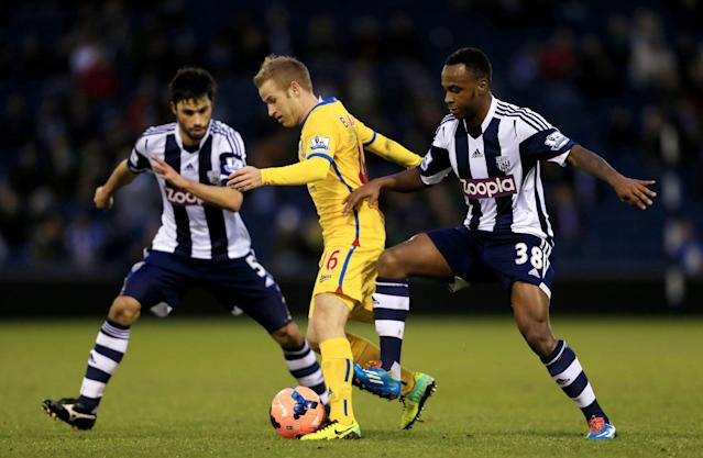 Crystal Palace's Barry Bannan, center, battles to hold off a challenge from West Bromwich Albion's Saido Berahino, right and Claudio Yacob during their FA Cup third round soccer match at The Hawthorns, West Bromwich, England, Saturday, Jan. 4, 2014. (AP Photo/Nick Potts, PA Wire)