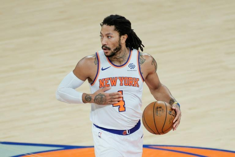 Derrick Rose showed off his playmaking ability as the New York Knicks knocked off the Los Angeles Clippers 106-100