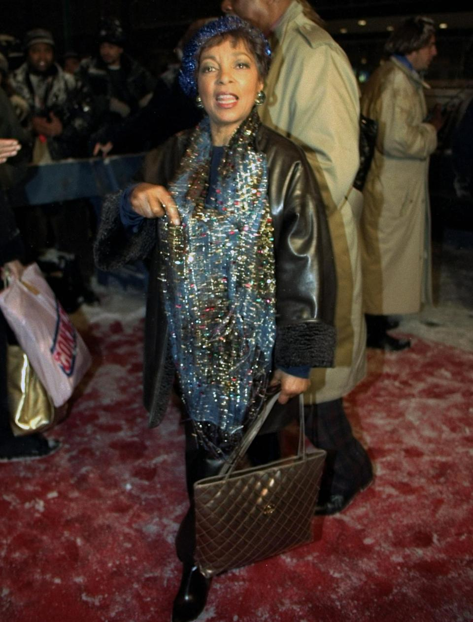 <p>The late <em>A Raisin in the Sun</em> star sparkled her way down the snowy carpet in beaded blue accessories. </p>