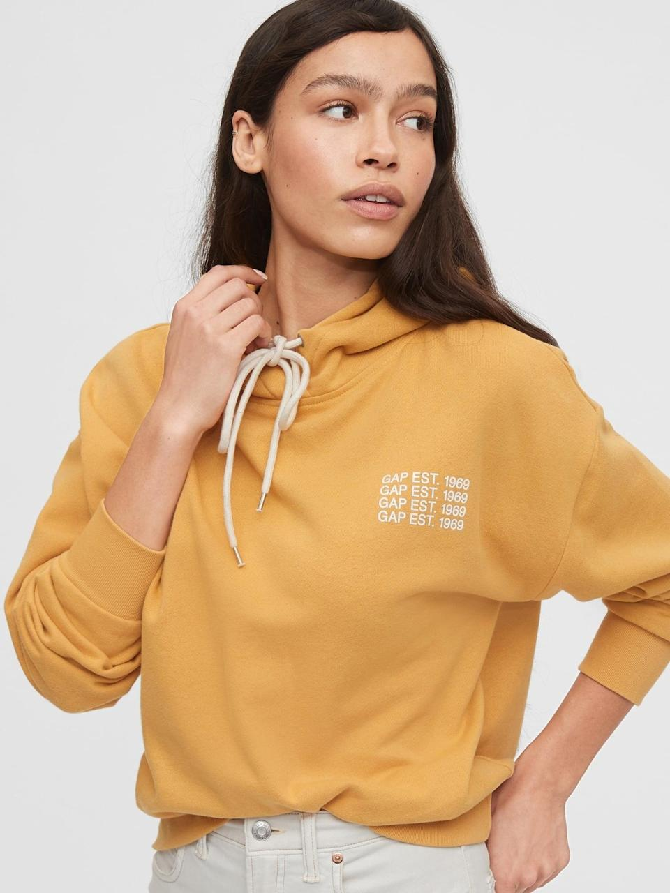 <p>We love the descreet crested logo on this <span>Gap Logo Cropped Pullover Hoodie</span> ($60)!</p>