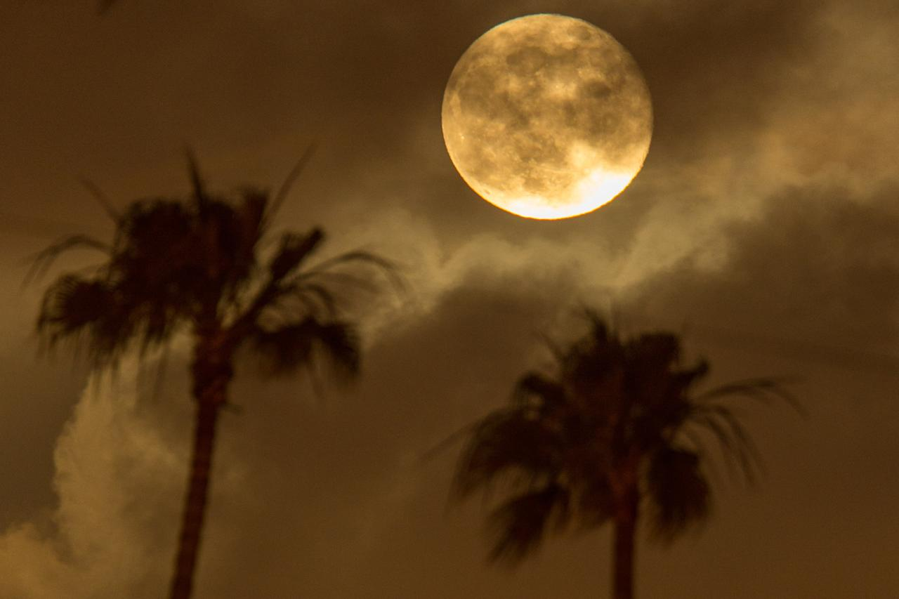 SANTA MONICA, CA - JUNE 23: The Super Moon rises over Santa Monica on June 23, 2013 in Santa Monica, California. (Photo by Christopher Polk/Getty Images)