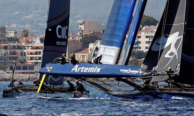 France Sailing - Louis Vuitton America's Cup World series - Toulon, France - 10/09/2016. Artemis Racing (R) and Land Rover BAR (L) in action during Day One. REUTERS/Jean-Paul Pelissier