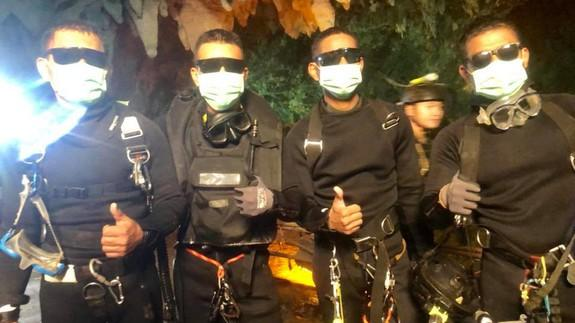 Thai Navy SEALs Footage Shows Sedated Group Carried From Cave