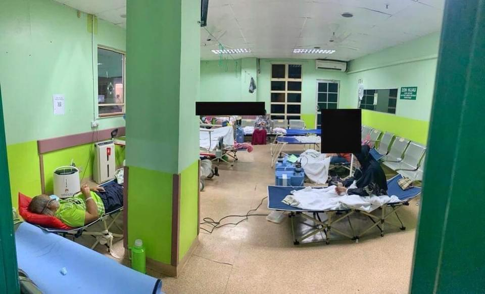 In Sandakan, the Duchess of Kent Hospital has had to repurpose its women's ward as a Covid ward and bring in 30 new oxygen tanks from nearby district hospitals. — Picture via Facebook