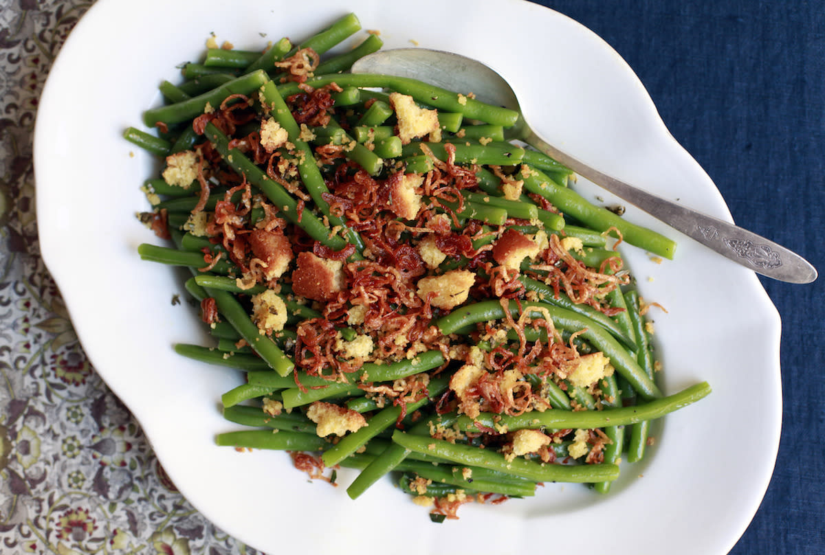 "<p>This cost-savvy recipe uses the leftover cornbread from the stuffing to make crunchy croutons to go over classic green beans. Toss in crispy fried shallots, and you'll have a decadent vegetable dish that's Thanksgiving worthy. <b><a href=""https://www.yahoo.com/food/green-beans-with-crispy-shallots-and-herbed-210312415.html"">Get the Green Beans with Crispy Shallots and Herbed Cornbread Croutons recipe</a>.</b> (<i>Photo: Diana Yen)</i><br /></p>"