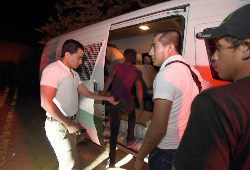 Mexican Immigration Service agents detain migrants travelling on a train, during an operation to stop illegal Central American migrants in the San Mateo community in Palenque, Chiapas State (AFP Photo/Alfredo Estrella)