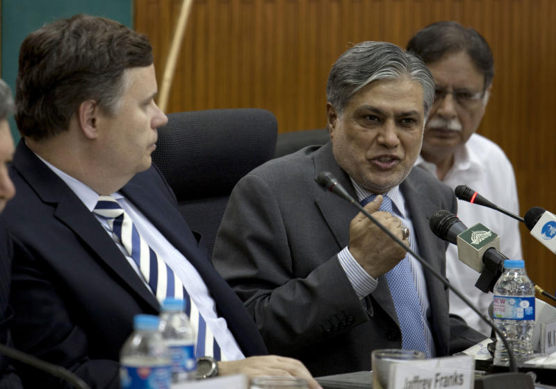 Pakistani Finance Minister Muhammad Ishaq Dar, center addresses a news conference with IMF mission chief Jeffrey Franks, left, at the finance ministry in Islamabad, Pakistan on Thursday, July 4, 2013. Pakistan and the International Monetary Fund have reached an initial agreement on a bailout of at least $5.3 billion to stave off an economic crisis as the country's foreign reserves dip perilously low, officials said Thursday. (AP Photo/B.K. Bangash)