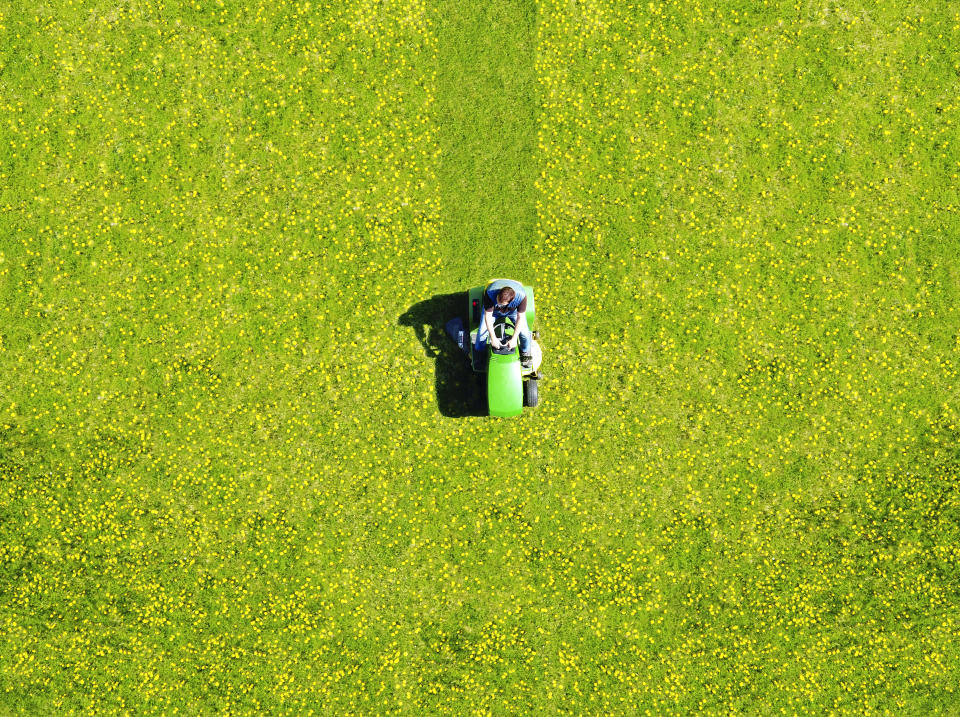 Your lawn needs a refresh.. (Photo: Getty)