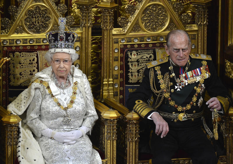 Britain's Queen Elizabeth and Prince Philip (R) attend the State Opening of Parliament in London May 8, 2013. REUTERS/Toby Melville (BRITAIN - Tags: POLITICS ROYALS ENTERTAINMENT)