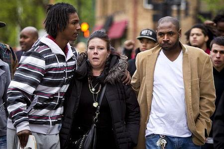 Andrea Irwin (C), mother of Tony Robinson Jr., marches along Williamson Street after a prosecutor said that a police officer will not face charges in the fatal shooting of an unarmed 19-year-old biracial man, in Madison, Wisconsin May 12, 2015. REUTERS/Ben Brewer
