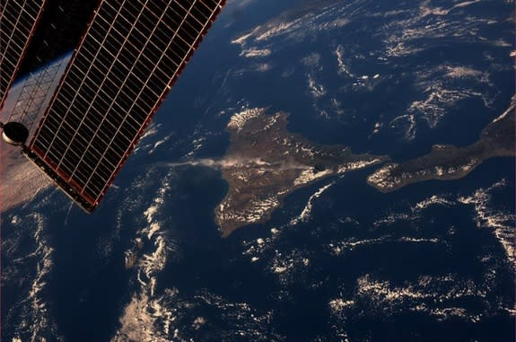 Astronaut Spies Mount Etna Eruption from Space