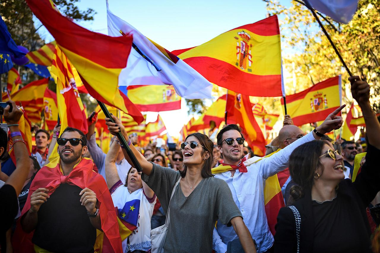 <p>Thousands of pro-unity protesters gather in Barcelona, two days after the Catalan parliament voted to split from Spain on Oct. 29, 2017 in Barcelona, Spain. The Spanish government has responded by imposing direct rule and dissolving the Catalan parliament. (Photo: Jeff J. Mitchell/Getty Images) </p>