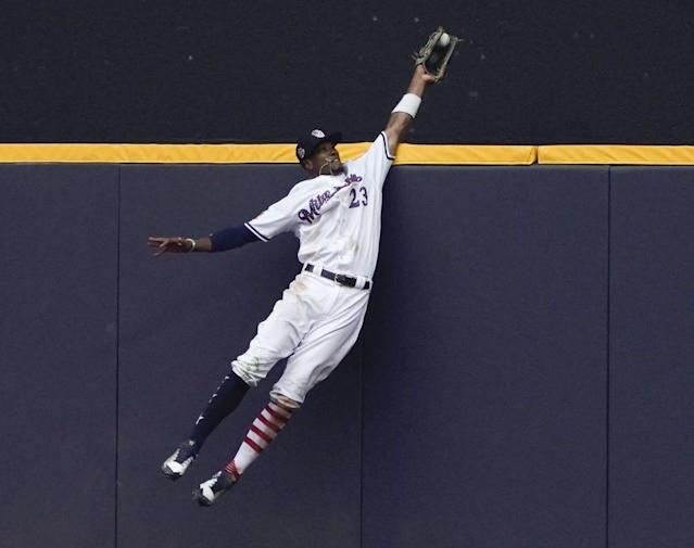Home run robbers get praise — and swag for spectacular plays