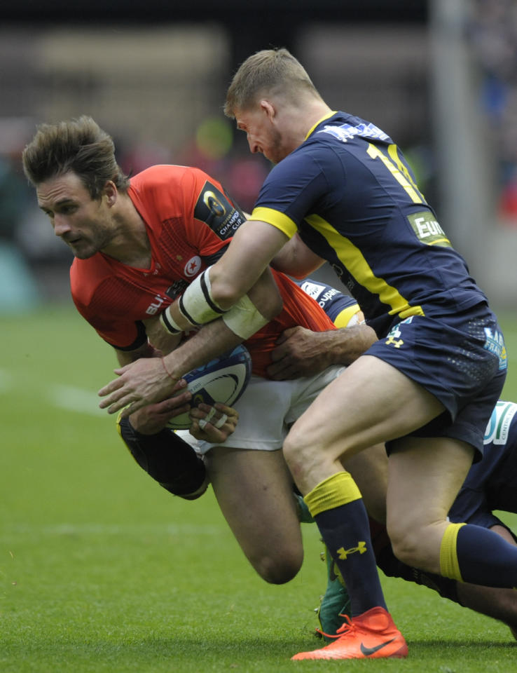 Saracens' Argentinian centre Marcelo Bosch (L) is tackled by Clermont's English wing David Strettle (R) during the rugby union European Champions Cup Final match between Saracens and Clermont Auvergne at Murrayfield Stadium in Edinburgh, Scotland on May 13, 2017.Saracens won the game 28-17. (AFP Photo/ANDY BUCHANAN)