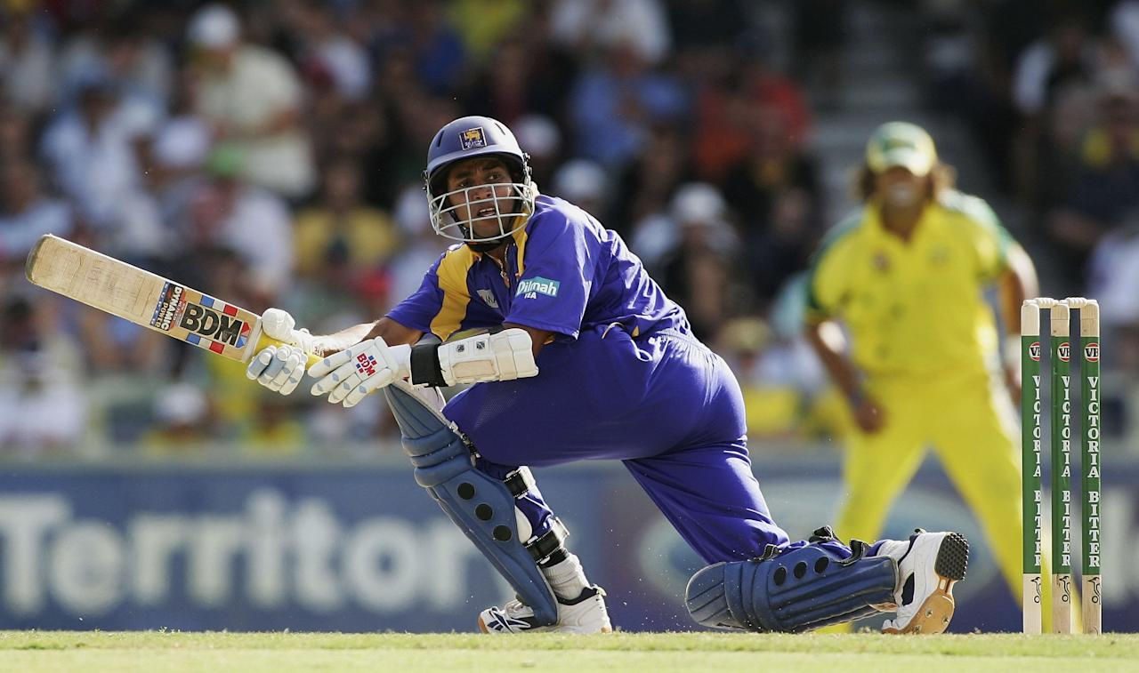 PERTH, AUSTRALIA - JANUARY 29:  Tillakaratne Dilshan of Sri Lanka in action during Game 8 of the VB Series between Australia and Sri Lanka played at the WACA on January 29, 2006 in Perth, Australia.  (Photo by Hamish Blair/Getty Images)