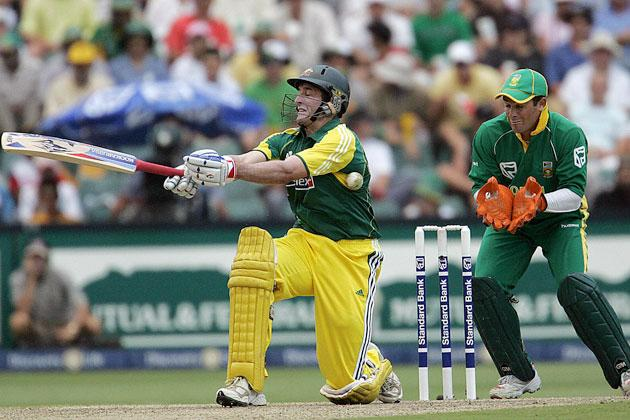 Johannesburg, SOUTH AFRICA:  Australian batsman Michael Hussey sweeps on his way to 81, 12 March 2006 during the 5th One-Day International cricket match against South Africa in Johannesburg.  Australia thrashed 434 for four, the highest total in one-day international history.   AFP PHOTO ALEXANDER JOE  (Photo credit should read ALEXANDER JOE/AFP/Getty Images)