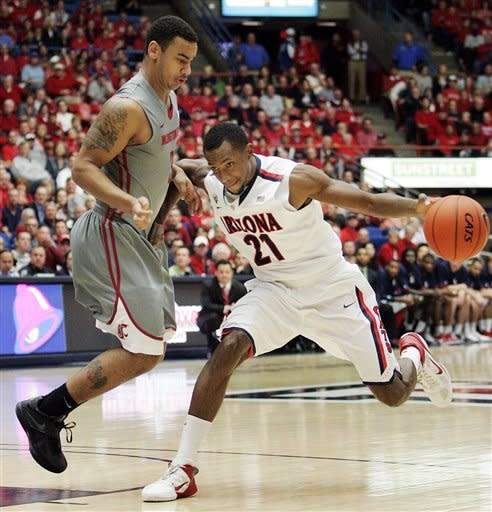 Arizona's Kyle Fogg (21) drives around Washington States' DaVonte Lacy, left, during the first half of an NCAA college basketball game in Tucson, Ariz., Thursday, Jan. 26, 2012. (AP Photo/John Miller)