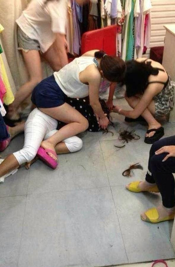 Shop owner chops off thief's hair in China
