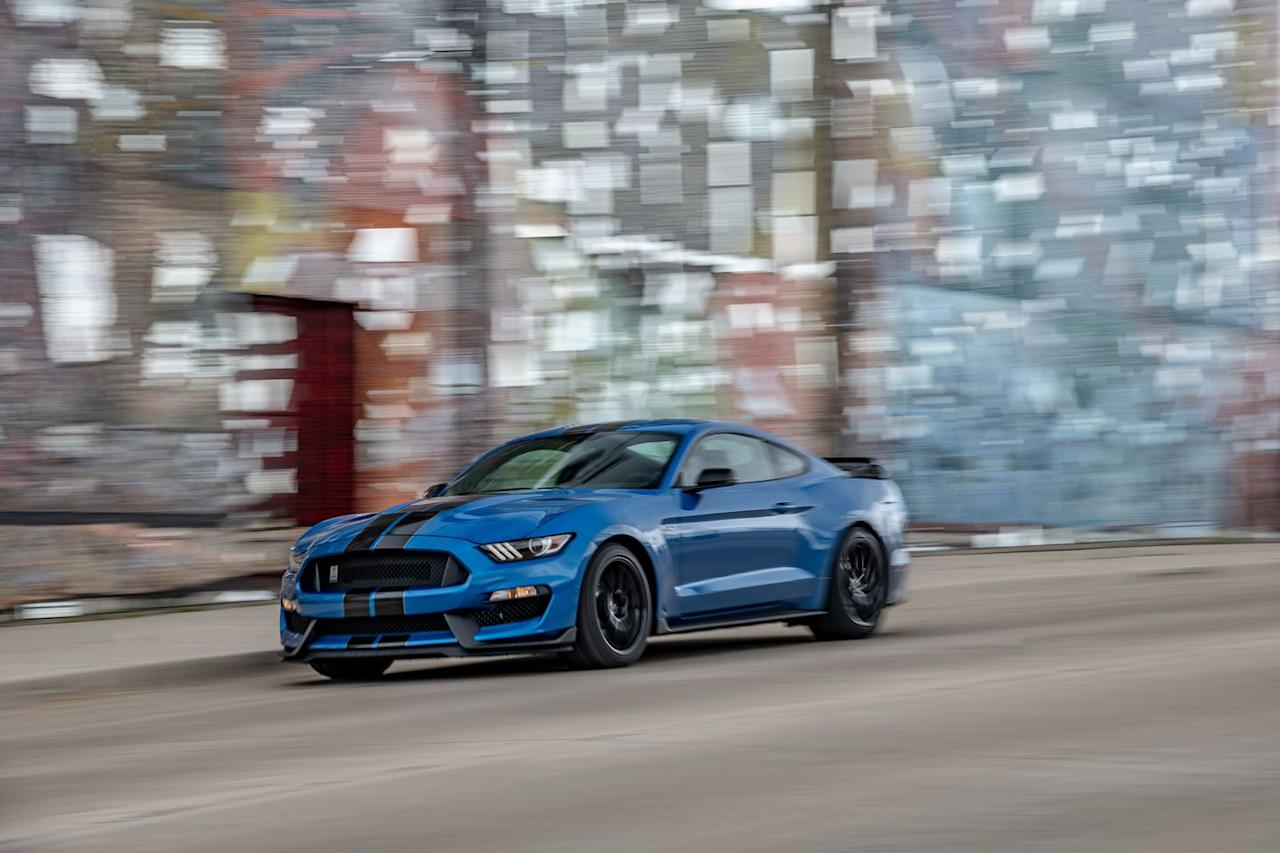 <p>The GT350's new rear spoiler design reduces drag and downforce.</p>