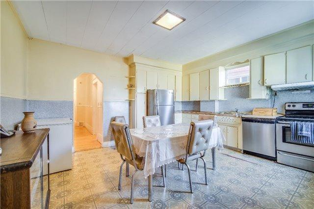 """<p><a href=""""https://www.zoocasa.com/toronto-on-real-estate/5234687-60-kenilworth-ave-toronto-on-m4l3s5-e4105284"""" rel=""""nofollow noopener"""" target=""""_blank"""" data-ylk=""""slk:60 Kenilworth Ave., Toronto, Ont."""" class=""""link rapid-noclick-resp"""">60 Kenilworth Ave., Toronto, Ont.</a><br> The home comes with a fridge, two stoves, and a dishwasher.<br> (Photo: Zoocasa) </p>"""