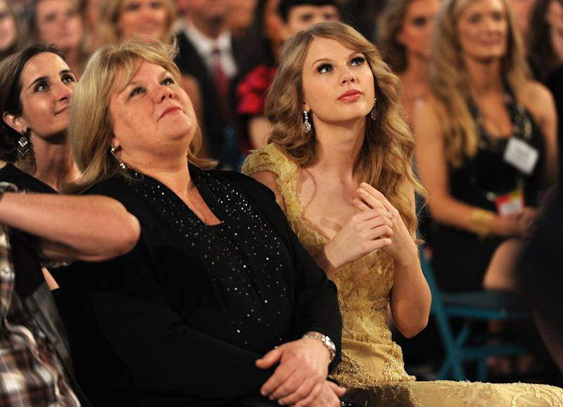Andrea Swift and singer Taylor Swift in the audience at the 46th Annual Academy Of Country Music Awards held at the MGM Grand Garden Arena on April 3, 2011 in Las Vegas, Nevada.