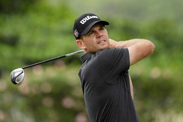 American Brendan Steele fired a 64 to seize a three-stroke lead after 54 holes at the US PGA Sony Open in Hawaii