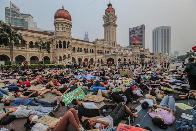 Protesters lying on the ground to show solidarity during the Global Climate Strike in Kuala Lumpur, September 20, 2019. — Picture by Firdaus Latif