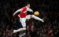 Arsenal's Mesut Ozil tries to capture the ball during the match against Bournemouth at the Emirates Stadium in London on December 28, 2015 (AFP Photo/Adrian Dennis)