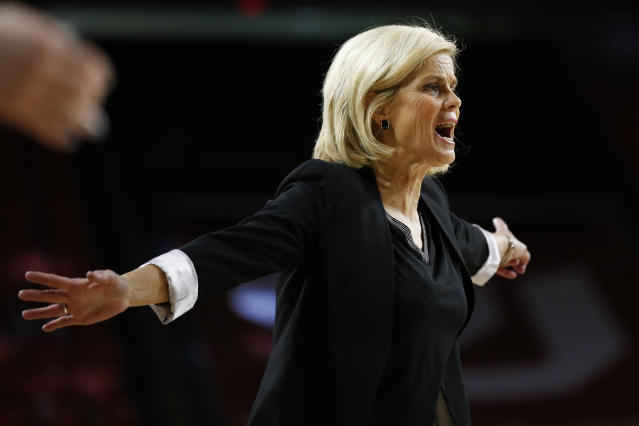 Baylor head coach Kim Mulkey gestures to her team at the end of the first half of an NCAA college basketball game against Oklahoma in Norman, Okla., Saturday, Jan. 4, 2020. (AP Photo/Sue Ogrocki)